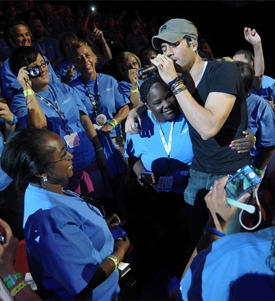 Enrique Iglesias among his fans during the concert