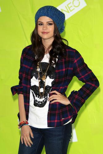 Selena Gomez in T-shirt