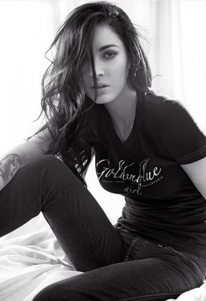 Megan Fox looks casual jet stunning as always in the face and body of the new Armani Jeans 2010