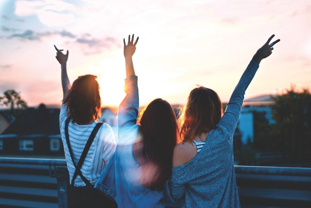 4 Tips on Establishing Stronger Bonds With Female Friends