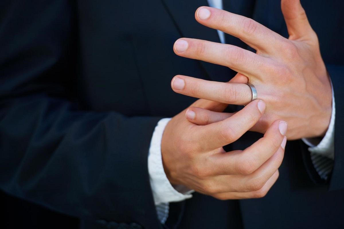 7 Reasons Why Men Prefer Not to Wear Wedding Rings