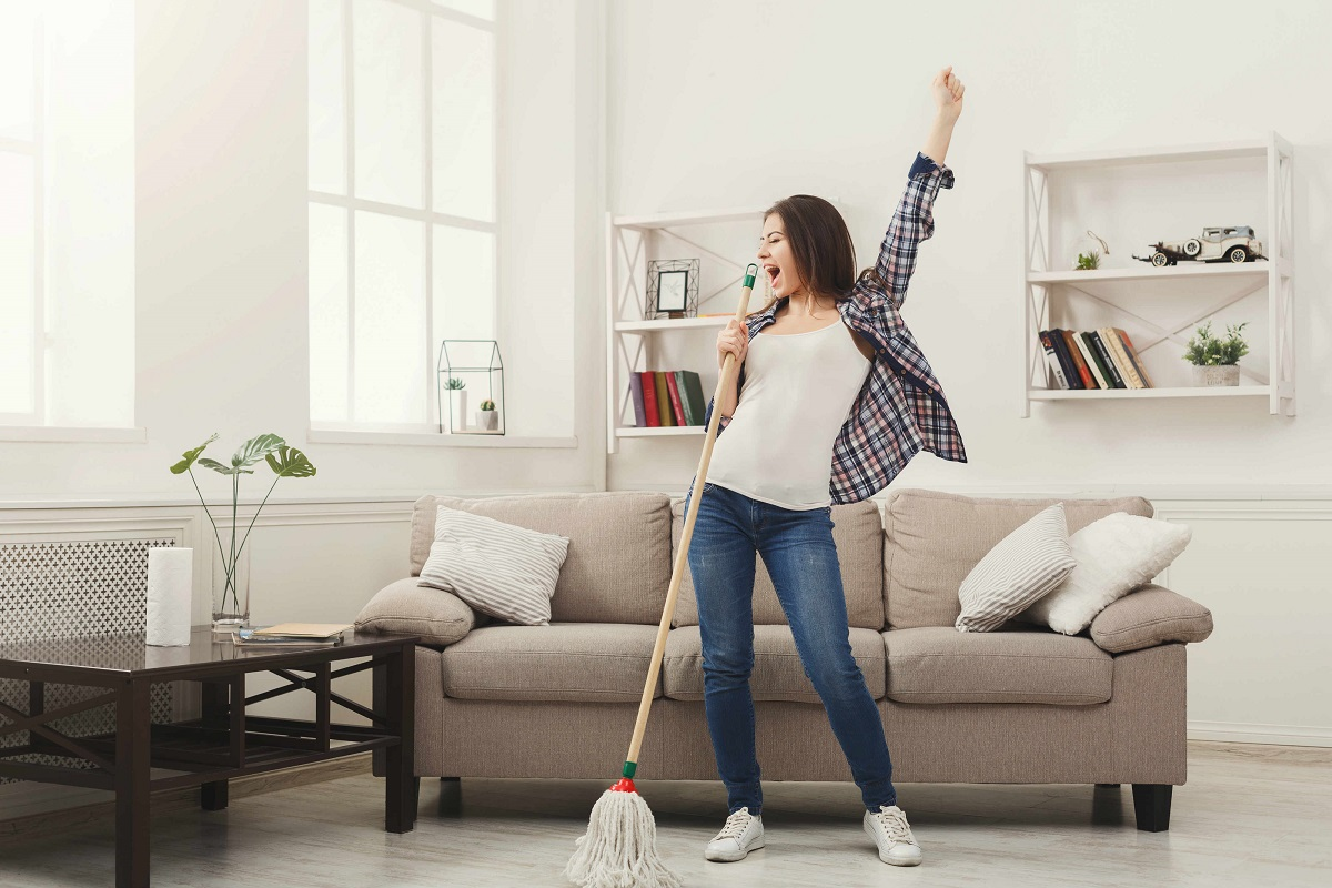 7 Disadvantages and Advantages of Living Alone