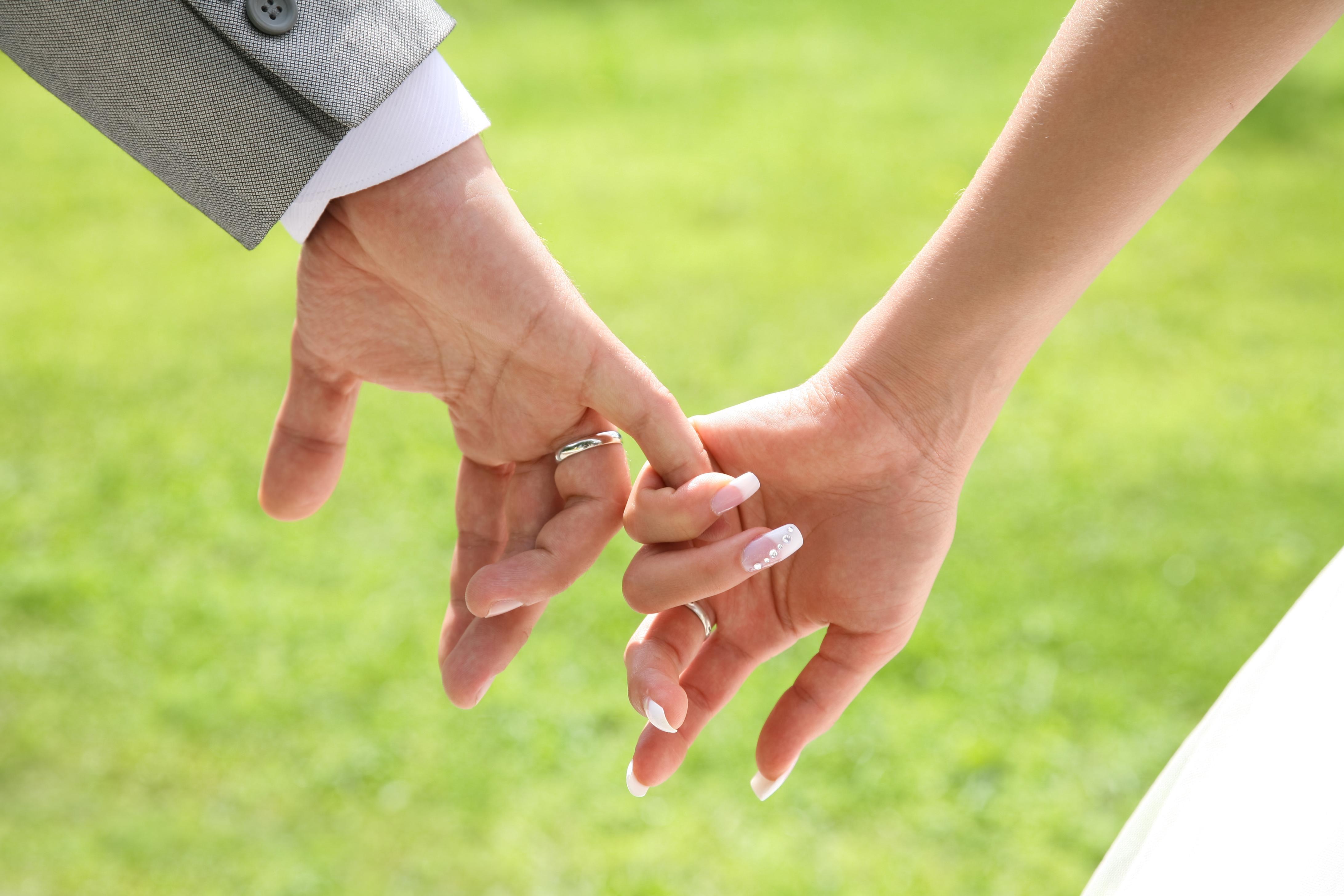 7 Terrible Reasons People Get Married