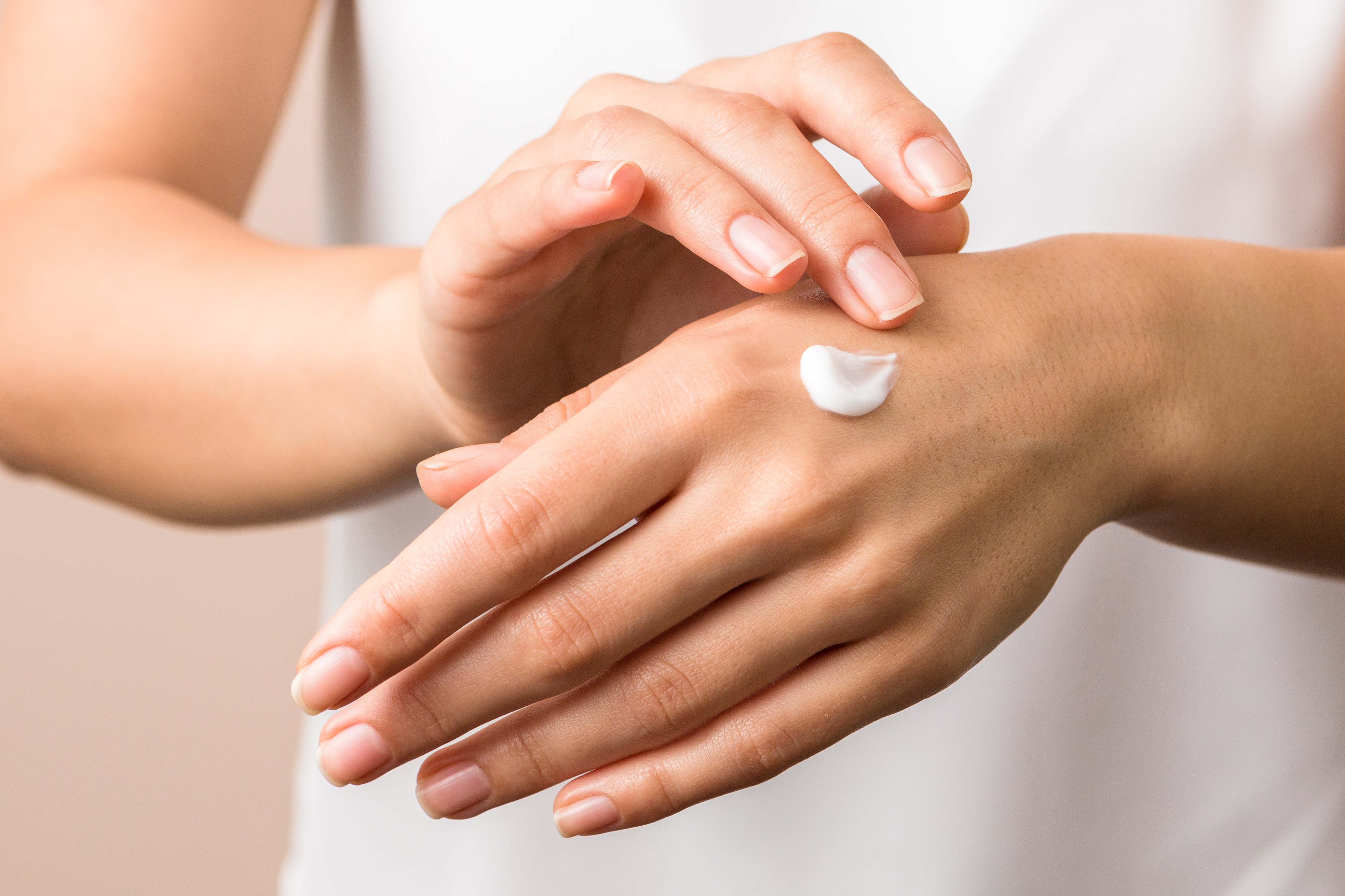 7 Ways to Care for Dry Hands