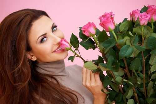 Women prefer Valentine cards to roses