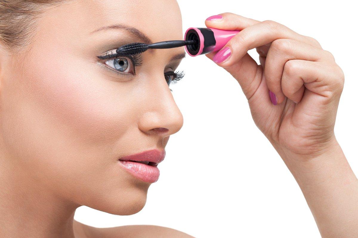 8 Helpful Tips for Applying Mascara