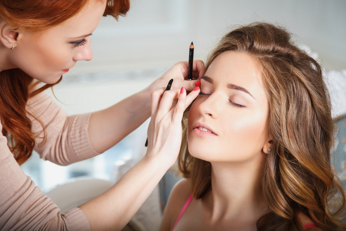7 Best Ways to Keep Your Makeup Fresh Longer