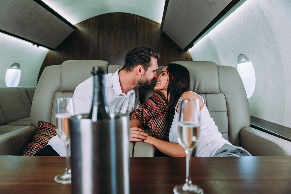 7 Advantages of Dating a Rich Man