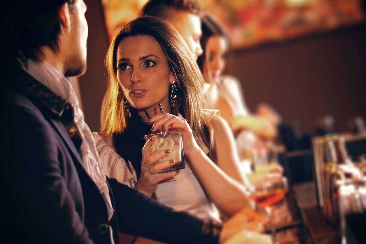 7 Ways to Get Out of Boring Conversations at a Party