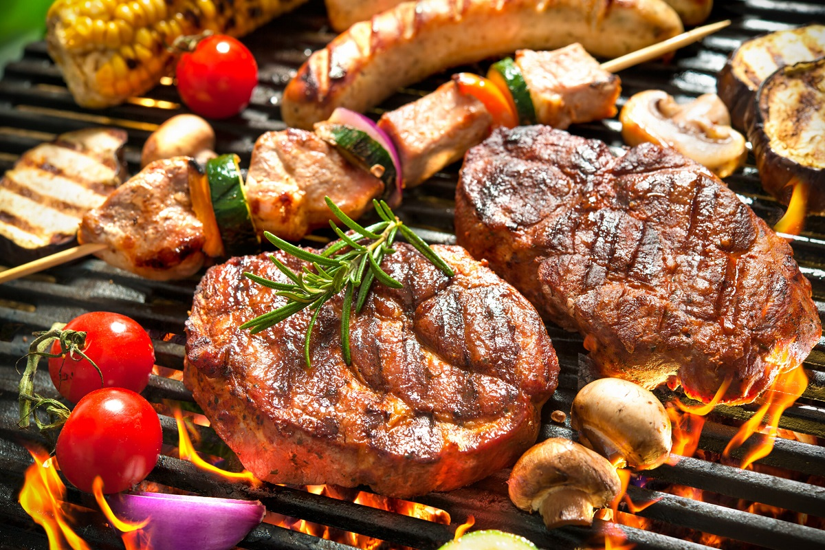 8 Ways to Eat Healthy at a BBQ