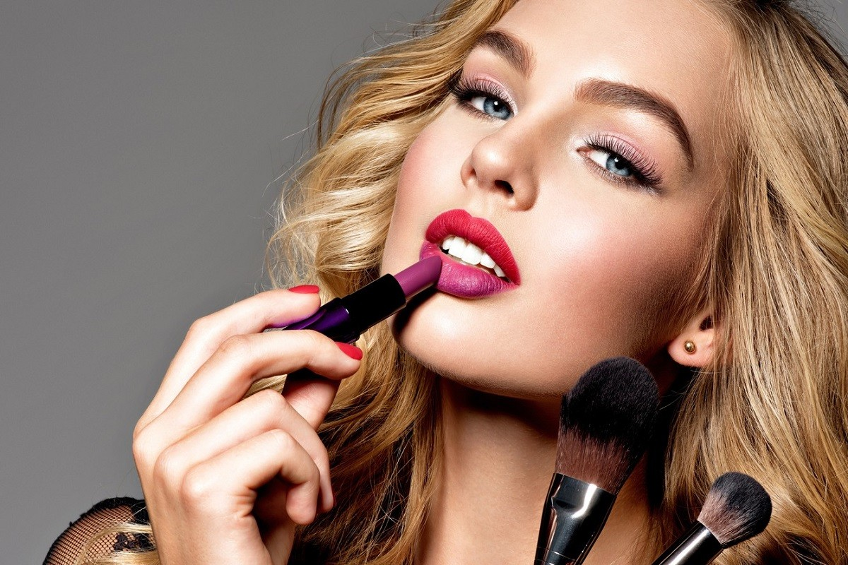 10 Common Celebrity Makeup Mistakes You Should Avoid
