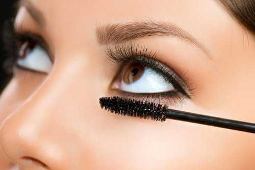 5 Reasons Why Your Mascara Clumps
