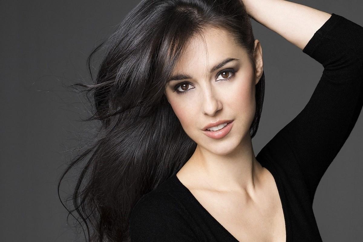7 Secret Makeup Tips for Brunettes