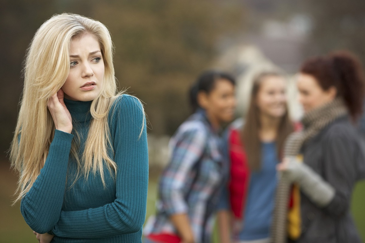 7 Ways to Cope with Someone Who Talks about You behind Your Back