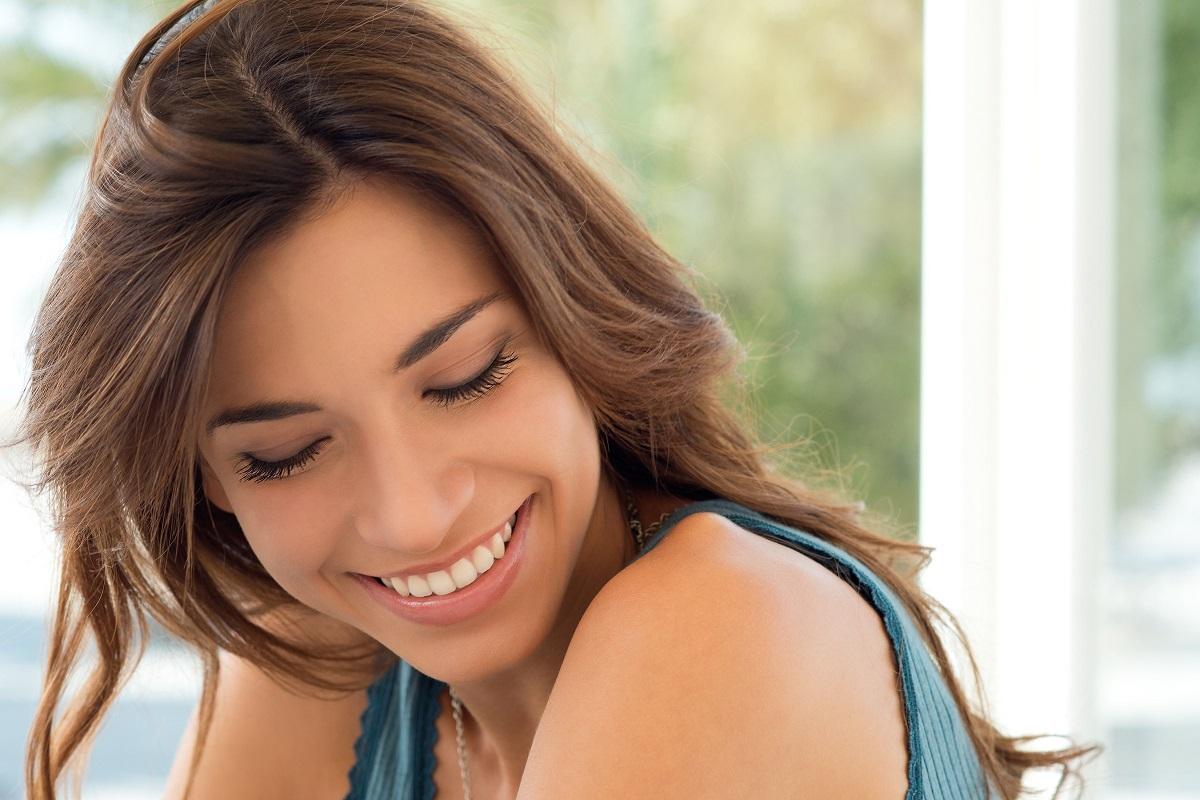 11 Ways to Make Your Eyelashes Grow Naturally