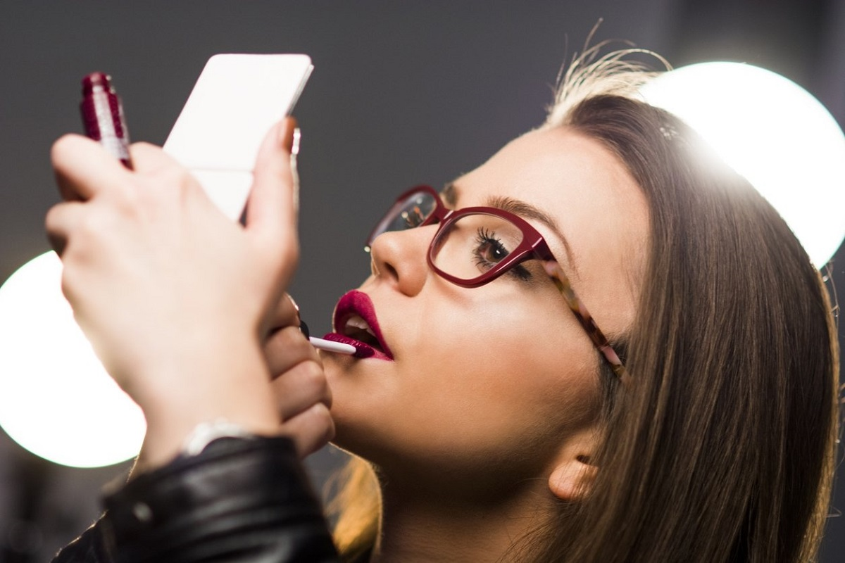 21 Best Makeup Tips for Girls Who Wear Eyeglasses