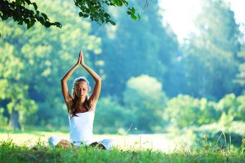 7 Beginner Tips for Teaching Yourself Yoga