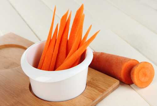 Carrots with tomato paste dip