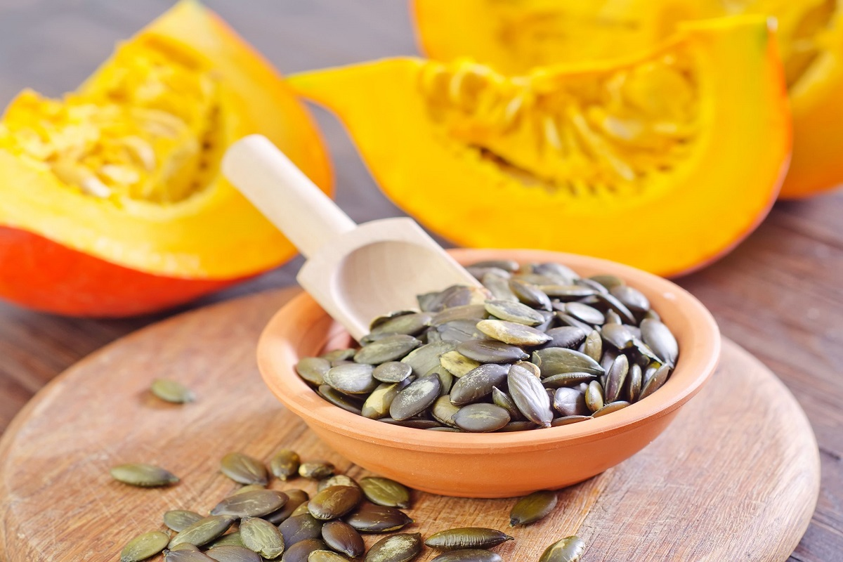 9 Incredible Reasons to Eat Pumpkin Seeds Right Now