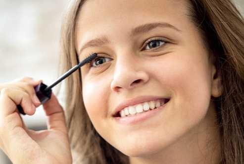 Use a Light Hand With Mascara