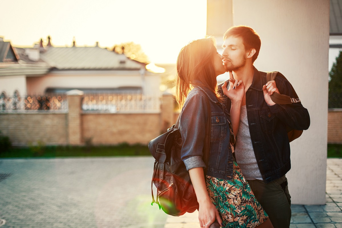 7 Simple Ways to Intrigue a Man and Be Mysterious to Him