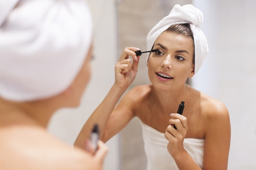 Careful Mascara Application