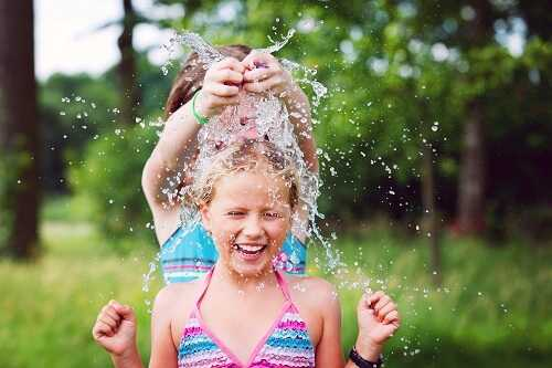 Water Balloon Fights - kids picnic game