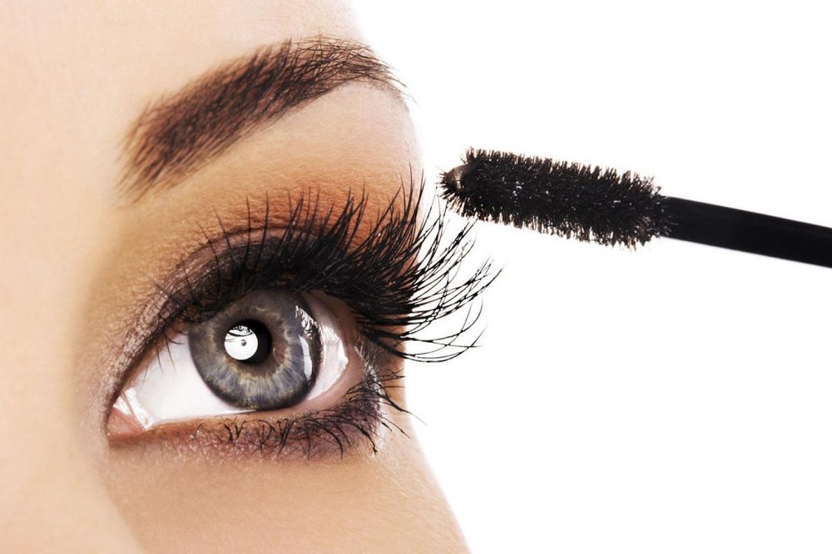 10 Simple Ways to Apply Mascara Like a Pro