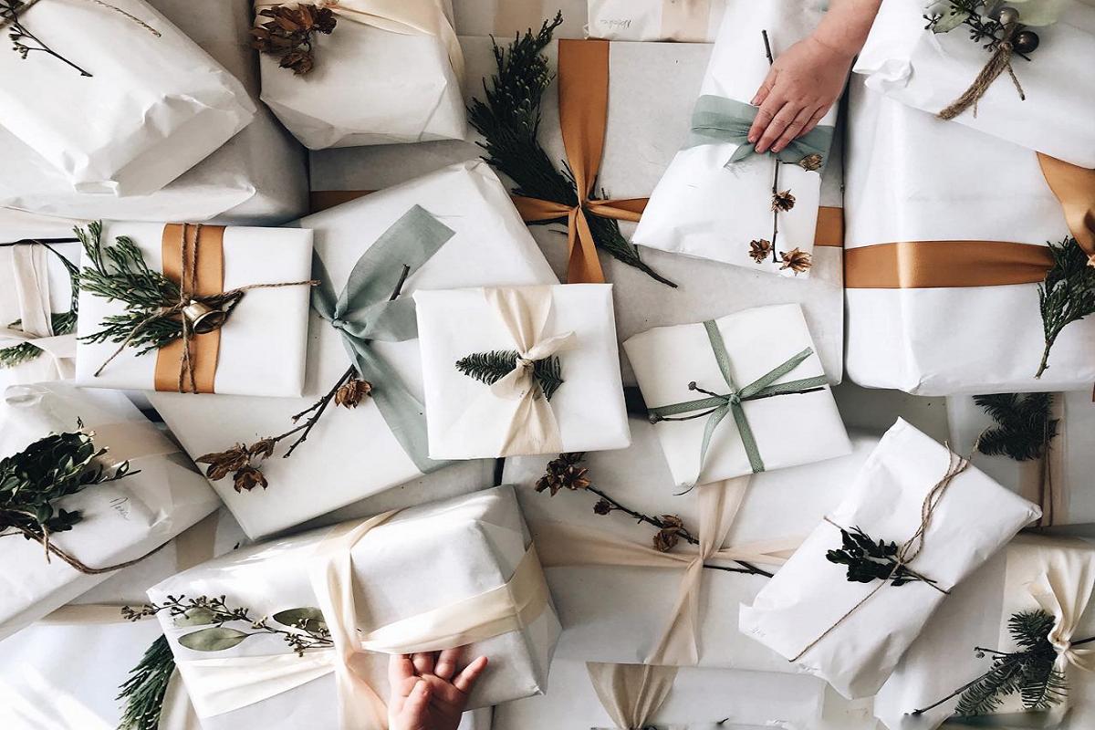 7 Smart Ideas for Christmas Wedding Presents