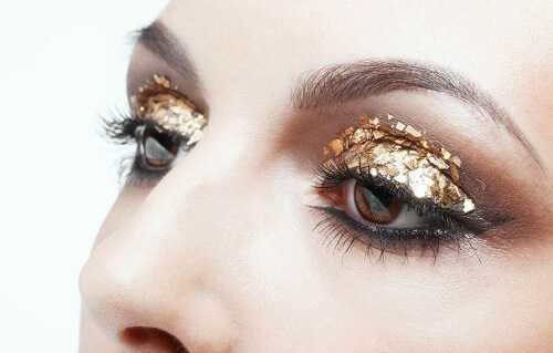 Gold and glitter Christmas Makeup
