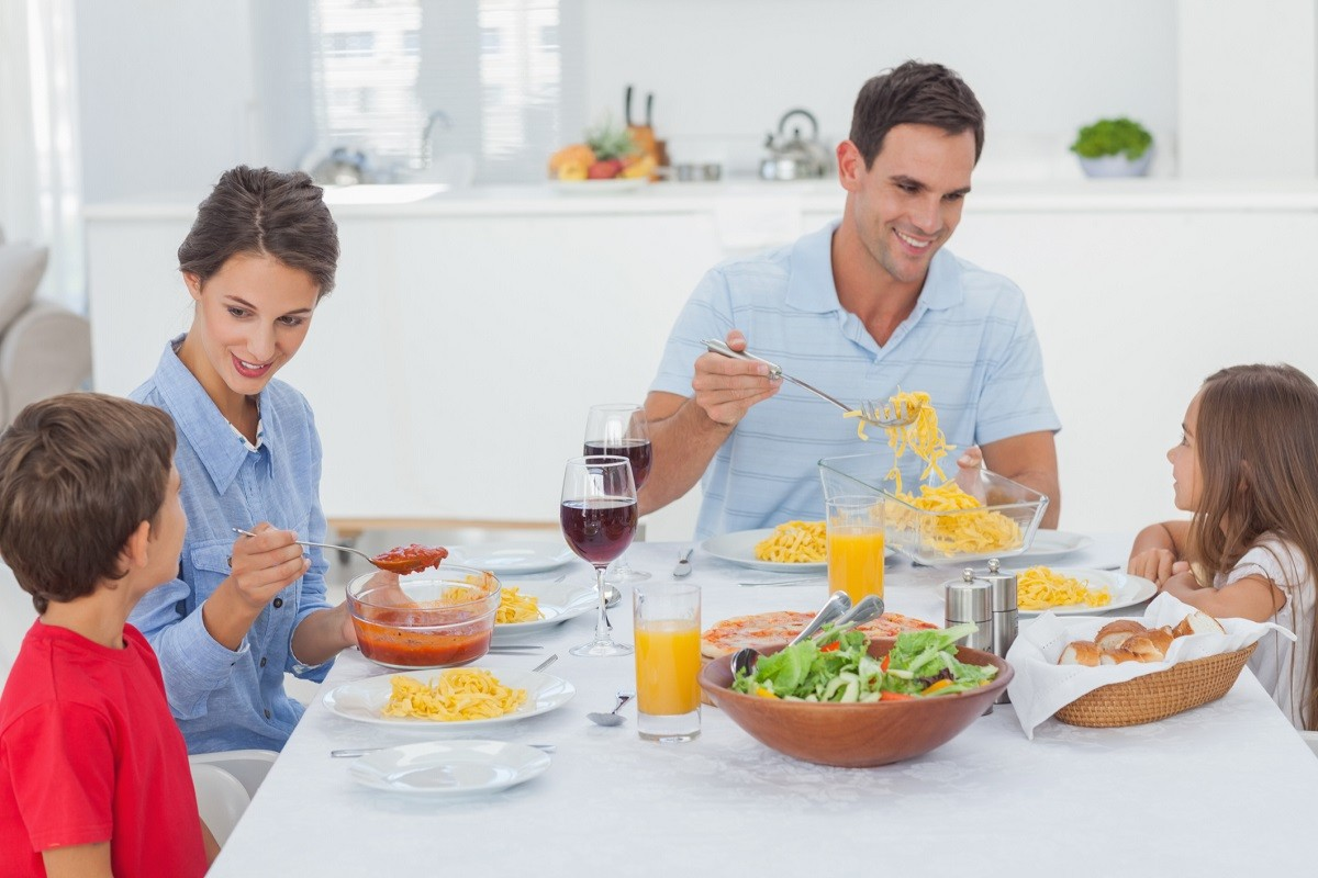 10 Table Manners to Teach Your Children