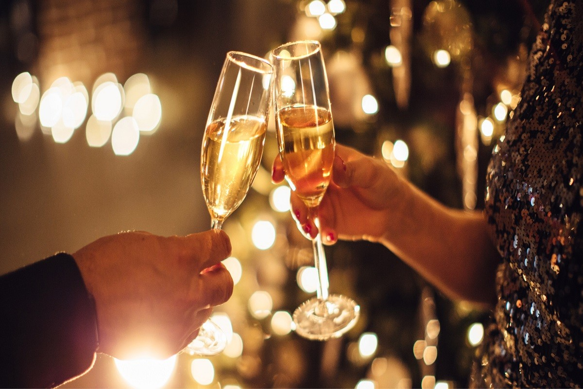 10 Romantic New Year's Celebration Ideas for Couples