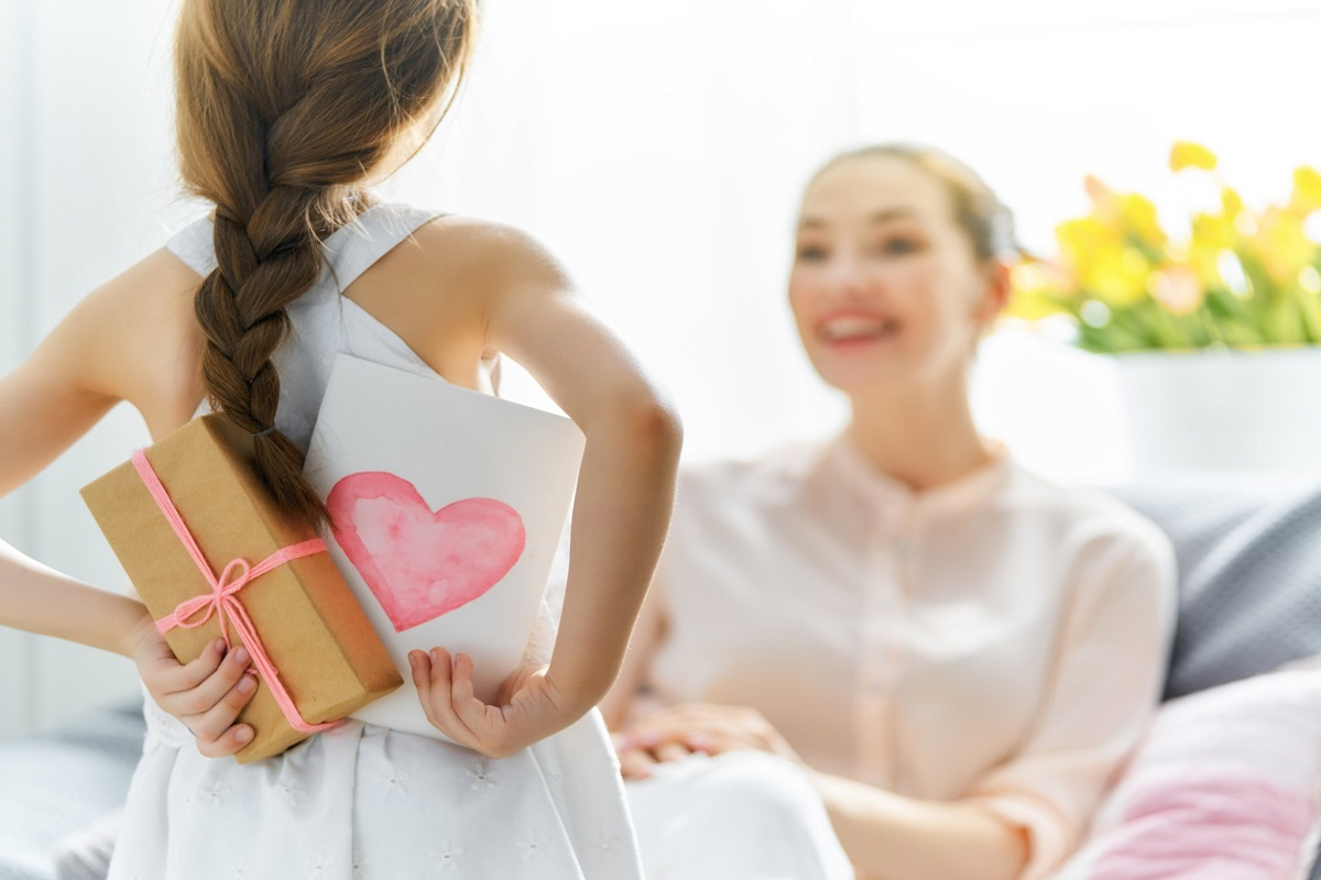 7 Awesome Valentine's Day Gift Ideas for Single Moms