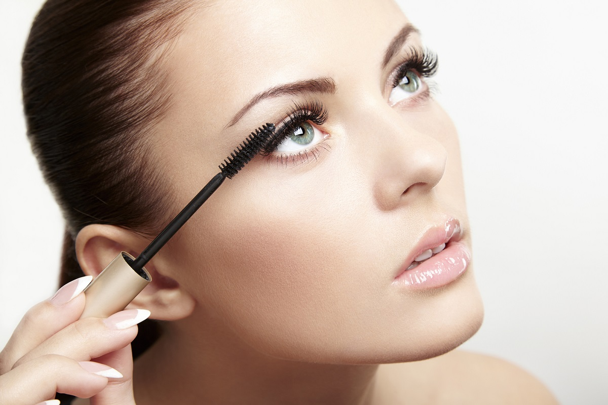 10 Makeup Tricks to Make Your Eyes Look Younger