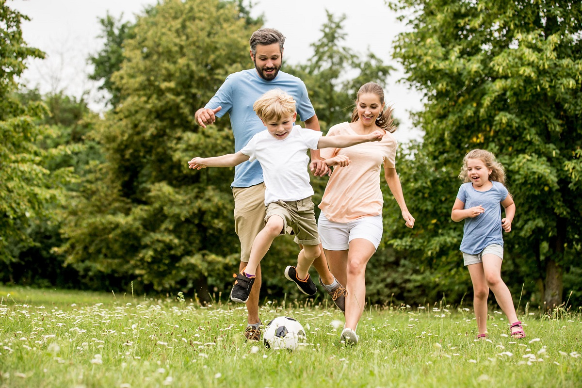 10 Fun Outdoor Games to Rock the Picnic