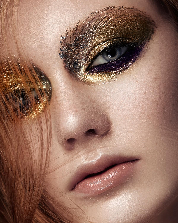 10 Dazzling Glitter Makeup Ideas
