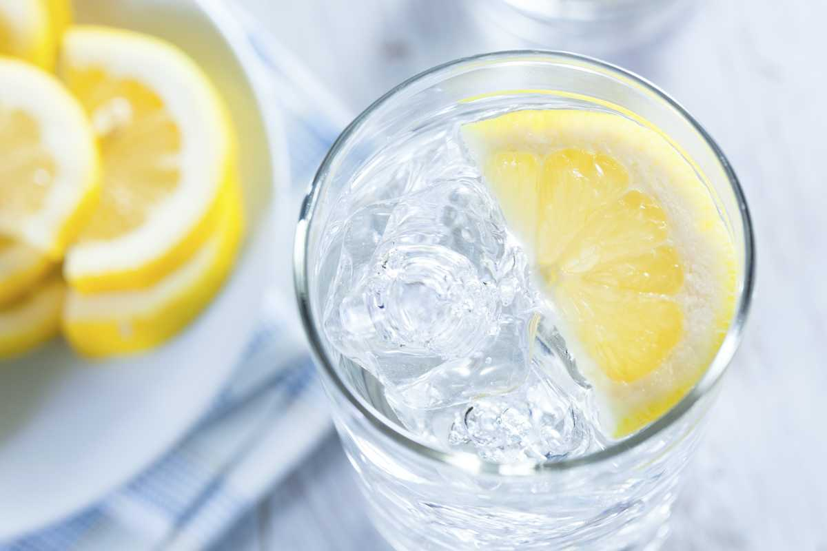 9 Incredible Benefits of Lemon Water