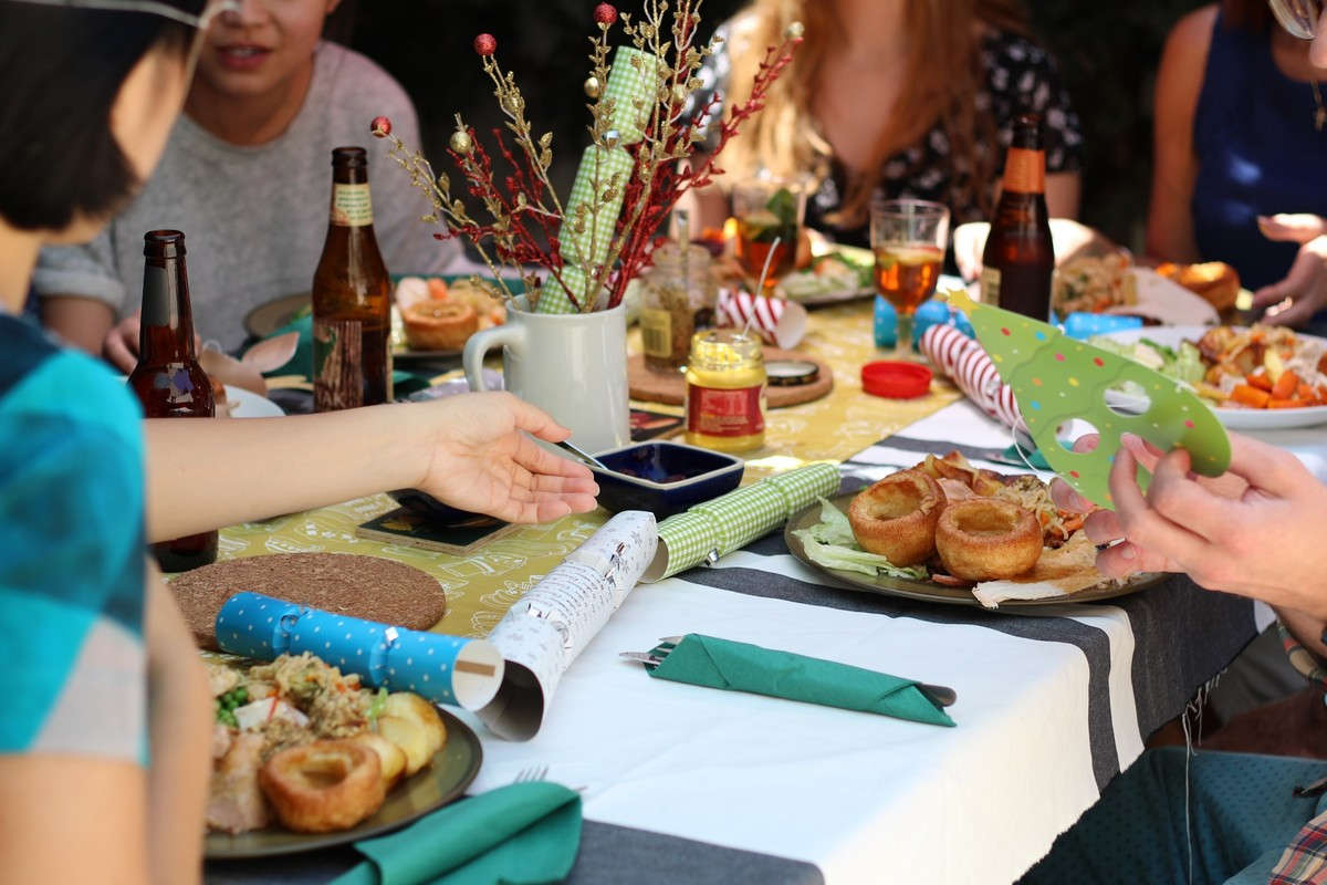 7 Fantacular Ideas for a Friendsgiving Party