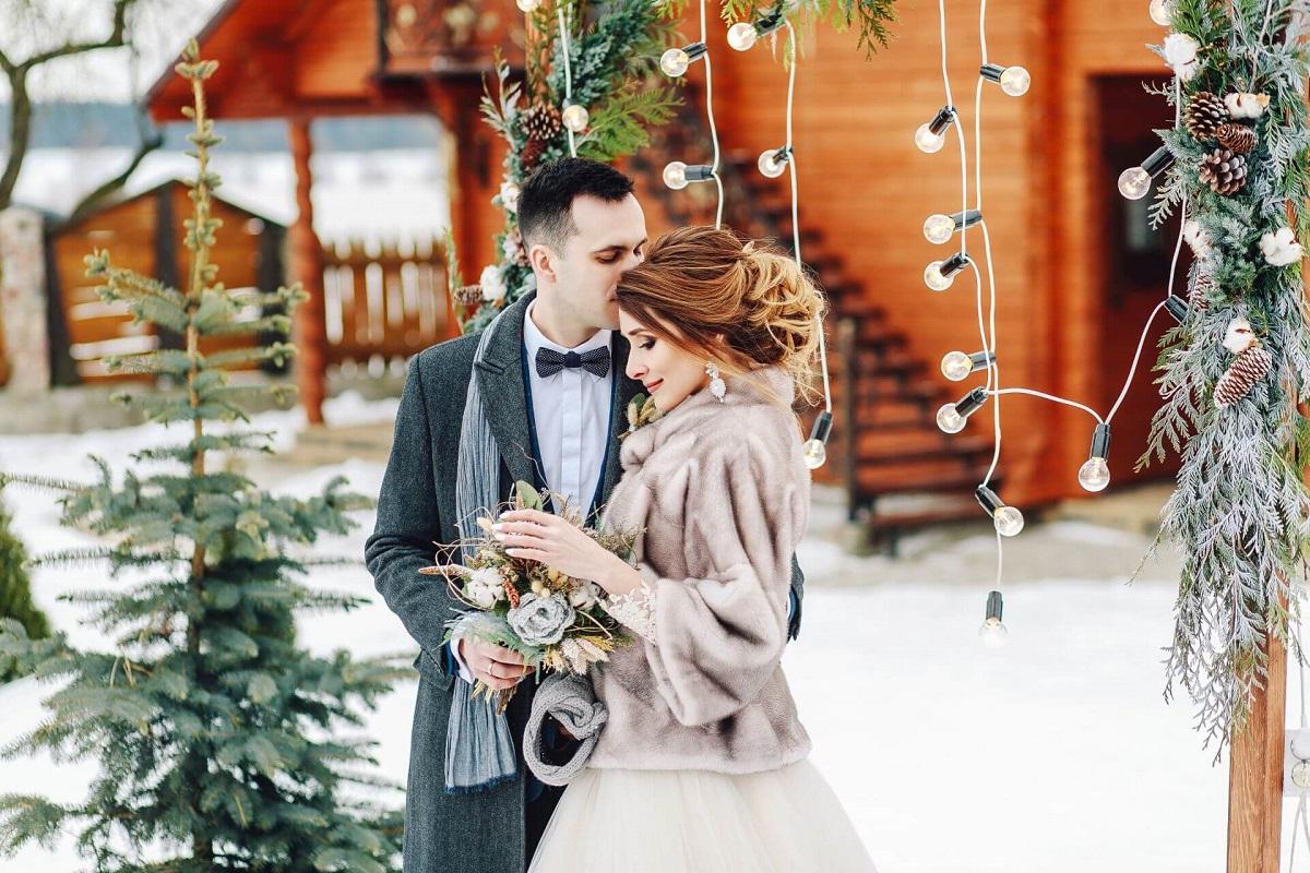 10 Incredibly Creative Christmas Wedding Ideas