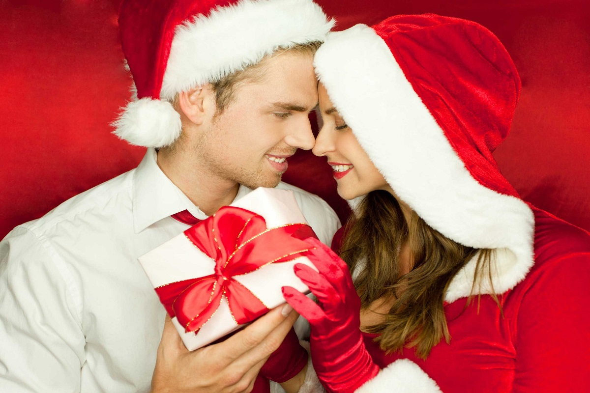 10 Romantic Things to Do for Him This Christmas